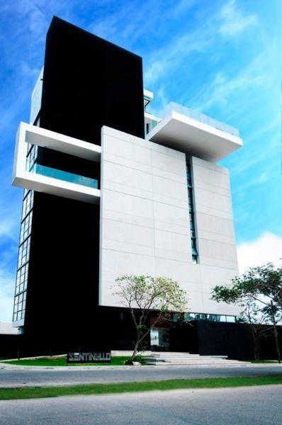 Edificio en Mérida Yucatán departamentos en RentaConsta de: Sala, Comedor, Cocina con meseta de granito, Habitaciones con baño,  baño de visita, alacena, closets, Centro de Lavado, 2 cajones de estacionamiento.El departamento puede entregarse Amueblado o libreAmueblado Incluye:Sala, Comedor, Recamaras Vestidas, Estufa Eléctrica, Refrigerador.Libre Incluye: Estufa EléctricaAmbos contemplan el costo del mantenimiento en la Renta.Acceso al Área Social que incluye: Asoleadero, Alberca, Barra…