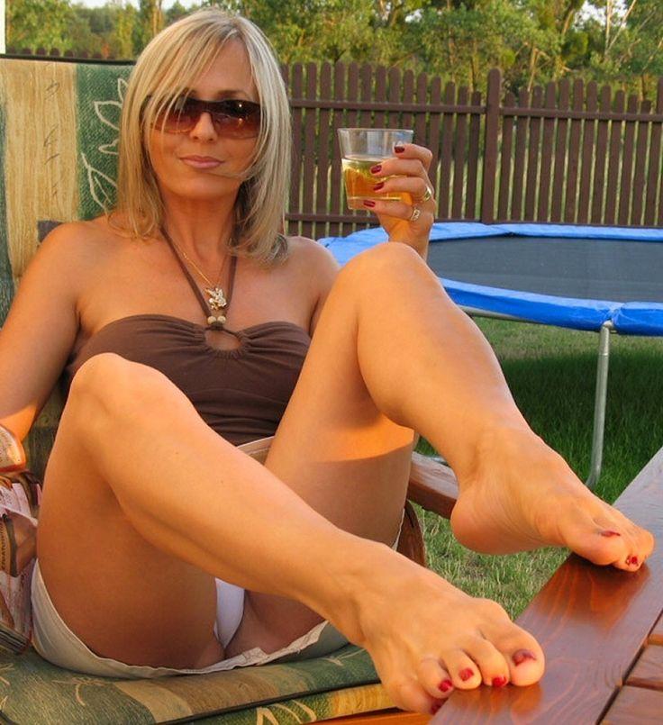 Pretty Milf Feet With An Upskirt White Panty Peek  Notty -9385