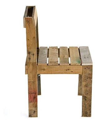 Easy and simple design of a table and chair set made with pallets.