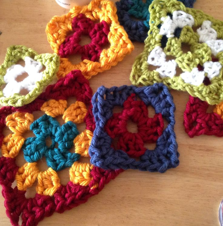 Make yourself a quilt with this giant granny square tutorial