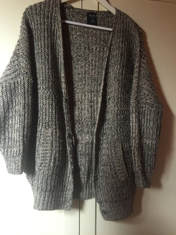 Veste en maille Bershka ! Taille 34 / 6 / XS  à seulement 15.00 €. Par ici : http://www.vinted.fr/mode-femmes/autres-manteaux-and-vestes/38571080-veste-en-maille.