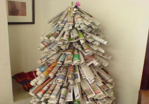 Un albero di #Natale fatto di vecchie riviste... w il reciclo! ;) #Christmas #ChristmasTree