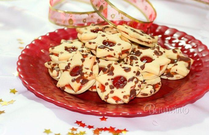 Tieto zlepované vianočné koláčiky sú jedny z najznámejších a väčšinou nechýbajú na žiadnom štedrovečernom stole. Linecké koláčiky bývajú zaradené ako prvé na zozname vianočných receptov, keďže dlhšie vydržia. Pečú sa v rôznych tvaroch a zlepujú všakovakými marmeládami, aby boli pekné, farebné.