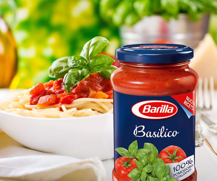 Barilla's Basilico sauce blends fragrant fresh basil with 8-10 fresh Italian tomatoes in every jar. Prepared from an authentic Italian recipe, without preservatives, all these natural ingredients are cooked slowly to create a delicious, thick sauce that hugs your favourite Barilla pasta perfectly.