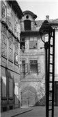 Domy a lucerna (4604) • Praha, červenec 1966  • | černobílá fotografie, z Michalské ulice, světlo a stín, lucerna |•|black and white photograph, Prague|