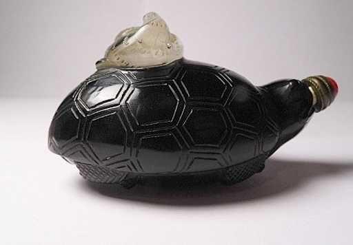 Lot: Pretty Asian Glass Perfume Sea Turtle & Cormorant, Lot Number: 0025, Starting Bid: $22, Auctioneer: Franckearth, Auction: Various Interesting Jewelry Art Tschotschkes, Date: December 3rd, 2017 EST