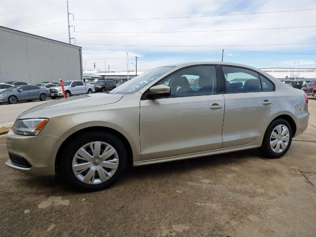 Betta Get a Jetta! Looking for a Newer Model First Car or Daily Driver? This 2014 #Volkswagen #Jetta SE with Cruise: AUX Port; and a Clean CARFAX Also Gets Up to 36 MPG Now Just $6,990! -- http://hertelautogroup.com/2014-Volkswagen-Jetta/Used-Car/FortWorth-TX/10383190/Details.aspx https://youtu.be/rD3y7ZsQvTM  #volkswagenjetta #vwjetta #firstcar #carshopping #usedcar #goodcar #hondacivic #toyotacorolla