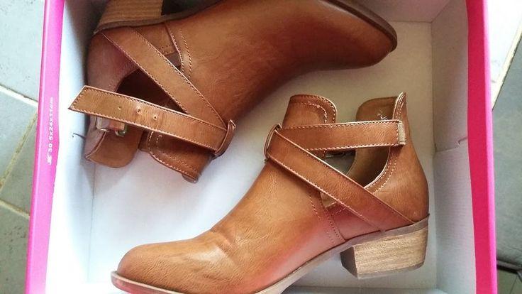 Chaussures bottines JUSTFAB cognac 38 neuves en enchère à 1 euro sur ma page Ebay http://my.ebay.fr/ws/eBayISAPI.dll?MyEbay&gbh=1