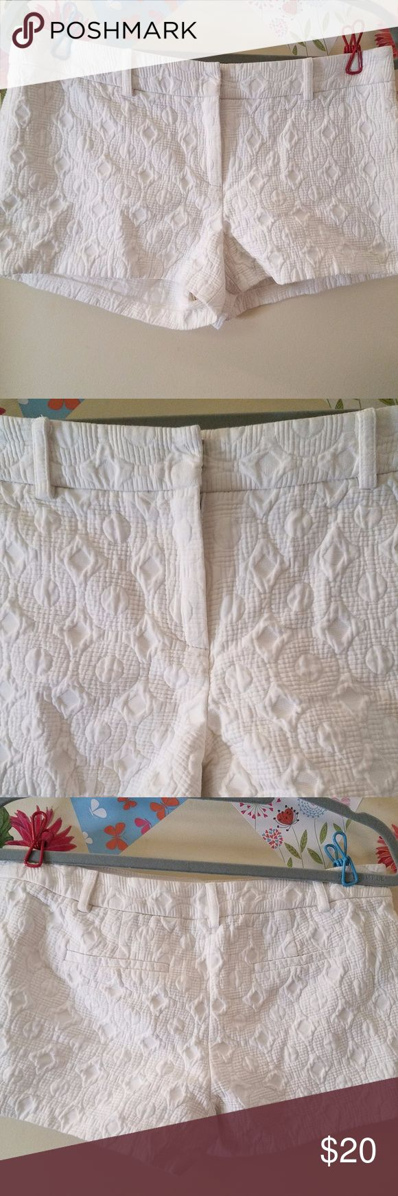 "Milly New York Quilted Zip Up Shorts 4 EUC Milly New York Quilted Zip Up Shorts Women White Cotton 4 Excellent Used Condition   Beautiful soft quilted shorts   Measurements:  Length: 10.5"" in Waist: 16""  in Hem: 11"" in   Thank you for looking!  UC- S01 Milly Shorts"