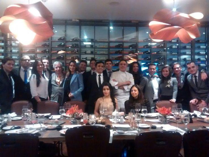 Noche muy especial con los estudiantes de la Escuela de Gastronomía Mariano Moreno, curso 4N, en el restaurante La Ventana del Hotel Hilton Bogotá, en compañía del Chef Óscar y el Capitán de Meseros Jeisson. Gran velada. Volveremos.