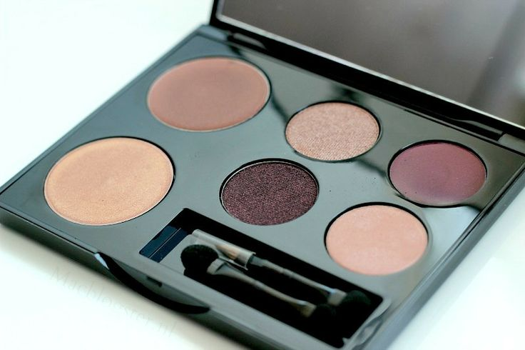 Dit is een goude oude: de Limted edition Black Up All in One palette.