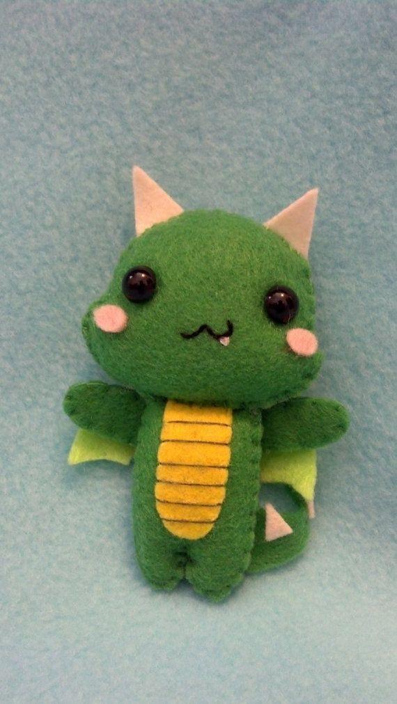 Muñeca peluche dragón Pocket por WordsToSewBy en Etsy