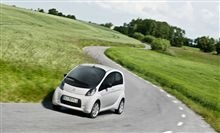 With a top speed of 80 mph and a range of about 93 miles, Citroën C-Zero is ideally suited to most everyday trips. And with just an accelerator and a brake pedal, it could not be easier to drive. When you turn the ignition key, the beep is the only sound that tells you that the engine is running.