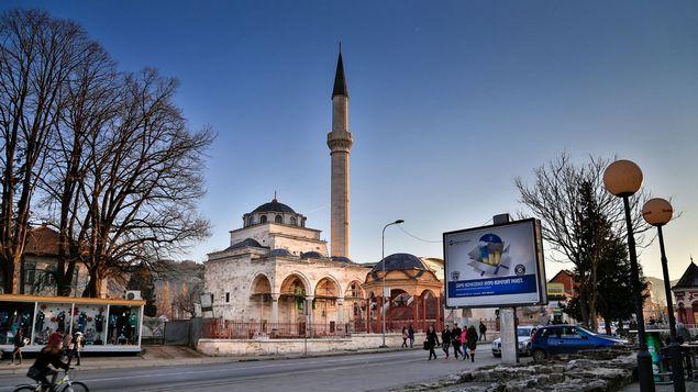 Masjid Abad ke-16 Peninggalan Ottoman di Bosnia Dibuka Kembali  Ribuan orang menghadiri pembukaan kembali sebuah masjid abad ke-16 di Bosnia yang hancur akibat dibom pasukan Serbia selama perang tahun 1990-an. Masjid Ferhat Pasha yang terletak di kota Banja Luka (bagian utara Bosnia-Herzegovina) merupakan masjid di bawah perlindungan Unesco dan dipandang sebagai sebuah contoh luar biasa dari arsitektur Ottoman abad ke-16. Butuh 14 tahun untuk membangun kembali sebagian besar menggunakan batu…