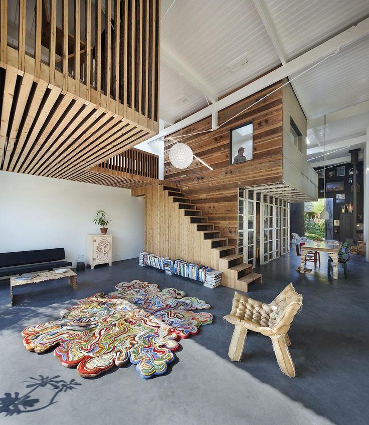 Présenté il y a quelques années pour le projet Black Pearl Residence réalisé en collaboration avec Zecc Architects, Rolf Studio vient de nous faire parvenir sa toute dernière conception et pas des moindres, c'est la maison et le studio de l'architecte lui-même, Rolf Bruggink.  En effet, comme son nom l'indique, House of Rolf a été rénovée par et pour l'architecte, en collaboration avec Niek Wagemans. Située dans la ville d'Utrecht, cette habitation du XIXème siècle offre aujourd'hui…