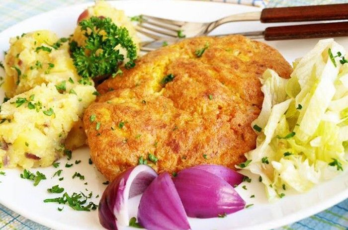 Pokud máte rádi hořčici v jakékoli podobě, připravte si výborné řízky, potřené dijonskou hořčicí. Protlačené brambory jako příloha.