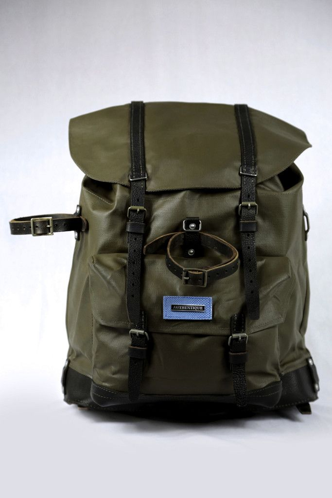 Large and stylish backpack waxed canvas. Developed with a structure ensuring leather walking comfort in all conditions. The finishes are complemented by selected Novalpina France exotic leathers. #backpack #leather #canevas #explorer