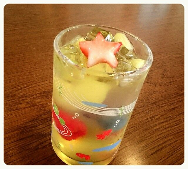 スピカ                                  ¥443(410) メロンとシャンパン(ノンアルコール)のさわ涼しげなゼリー! いろいろなフルーツが入って、夏にオススメ♪ガラスの器も、かわいい~✴