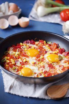 poêlée de tomates poivrons mais oeufs                                                                                                                                                      Plus