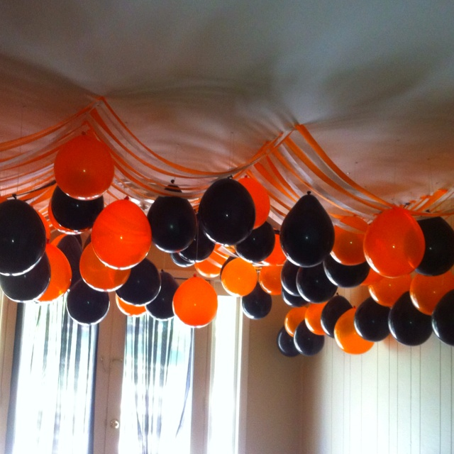 halloween party upside down balloon decor - Halloween Ceiling Decorations