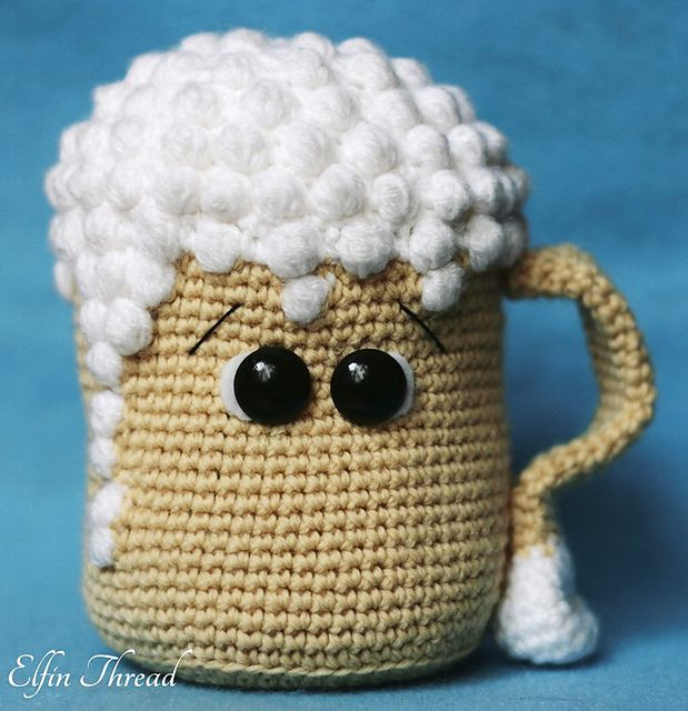 Oh my beer, a cute and sweet draft beer amigurumi. It's ideal as a gift for a toast to an everlasting friendship!
