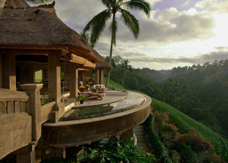 Остров Бали в Индонезии является наиболее благоприятным местом для путешествий. Бескрайние песчаные пляжи, лучший серфинг, коралловые рифы, SPA и многое другое. Оказавшись на Бали, вы