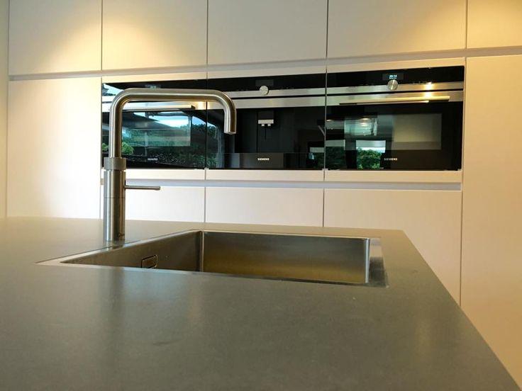 25 beste idee n over compacte keuken op pinterest cabriolet studio appartement keuken en - Outs studio keuken ...