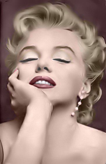 Marilyn is beauty personified.....