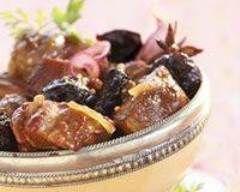 Tajine aux pruneaux facile : http://www.cuisineaz.com/recettes/tajine-aux-pruneaux-facile-14945.aspx