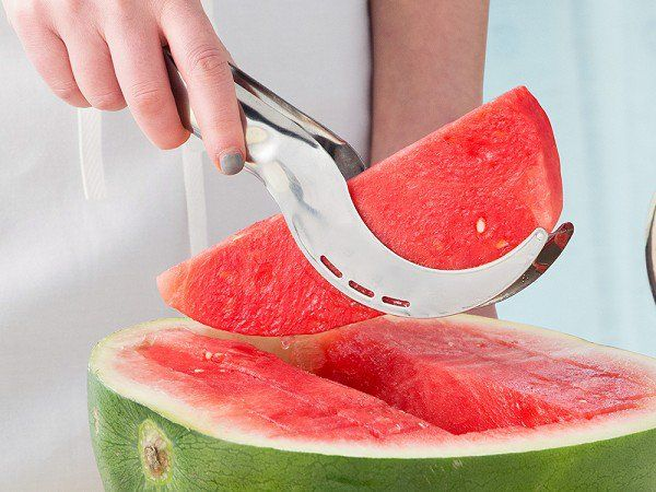 i Genietti - Angurello Watermelon Slicer & Server - Slice, lift, and serve watermelon in one easy motion—with less mess. This stainless steel tool makes it easy.