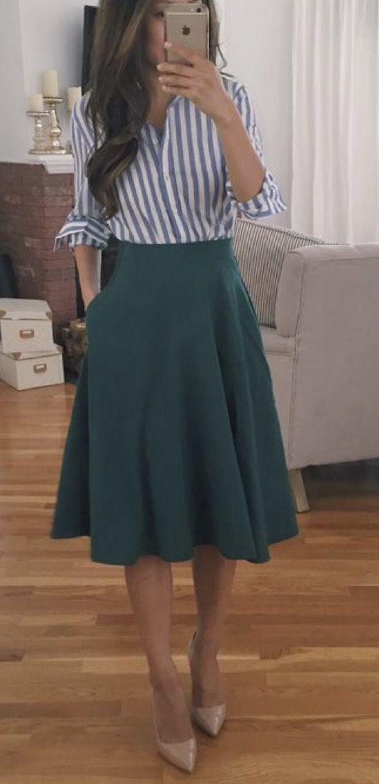 Blusa a rayas y falda midi