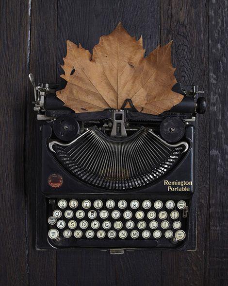 La poesía es el sentimiento que le sobra al corazón y te sale por la mano... ♥