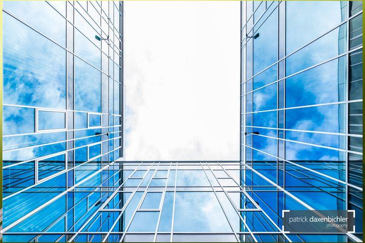 Architecture Photography, Glass and Sky.   #arbeit #arbeitsplatz #architekt #architektur #bank #banking #business #büro #bürogebäude  #copyspace #design #erfolg #erfolgreich #fenster #finanzen #finanzzentrum #firma #firmenzentrale #futuristisch #geld #geschäft #geschäftsleben #glas #glasfassade #glasfront #himmel #hochhaus #konzern #konzerne #metropole #modern #skyline #slider #spiegelung #startup #symmetrie #symmetrisch #technologie #technologiekonzern #unternehmen #wirtschaft #wolken…