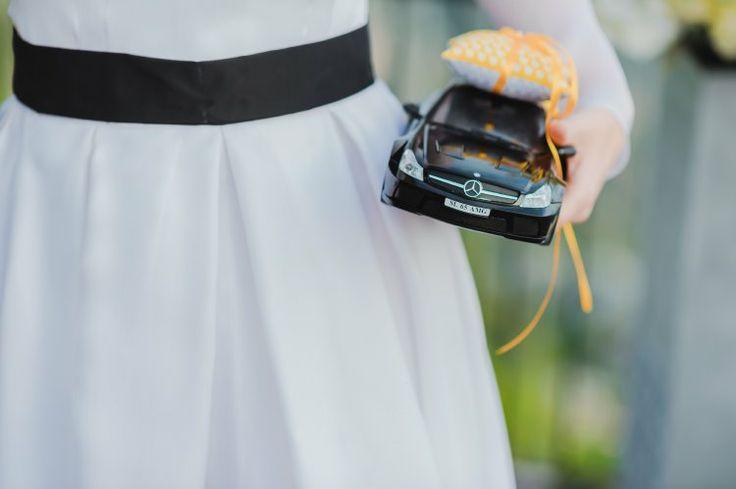 RC car for wedding rings