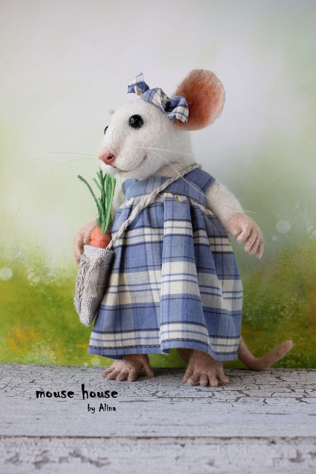 Figurines – Mouse with Carrot – a unique product by MouseHousebyAlina on DaWanda
