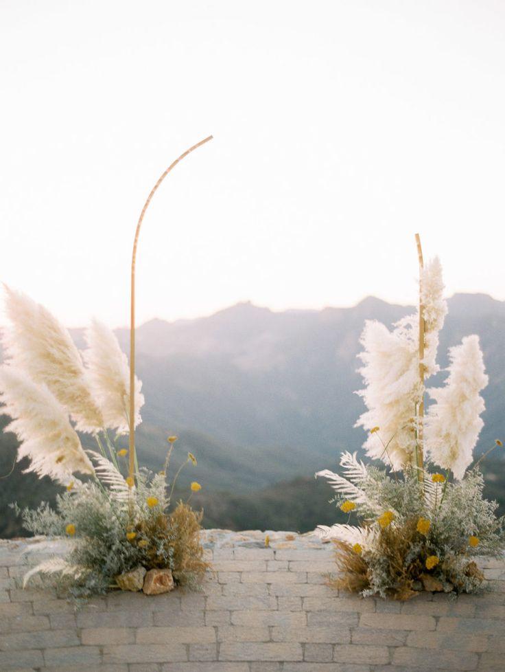 Goldene Hochzeit Inspiration mit einem atemberaubenden gelben Kleid in Malibu Rocky Oa …   – 7/28/19