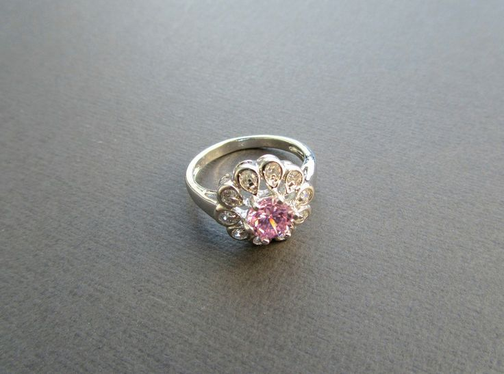 mooie sierlijke ring met roze kristallen steen
