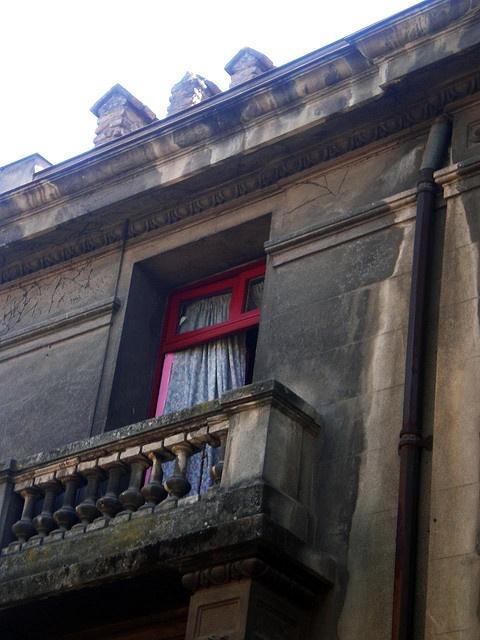 ventana_roja by las ventanas del bella, via Flickr