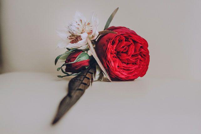 Дыхание бохо в цвете марсала, бутоньерка жениха - The-wedding.ru