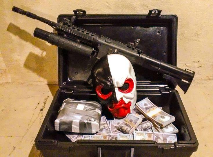 OK IM RELOADED!  #scarface #paydayscarface #payday2 #paydaytheheist #heist #money #tonymontana #alpachino #kingpin #druglord #overkillsoftware @overkill_tm #xbox #xboxone @xbox #playstation4 #playstation @playstation #cosplay #connecticon #ctcon2018 #guns #m4 #m203