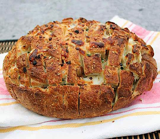 Pull Apart Spicy Cheese Bread. I want to make this only I