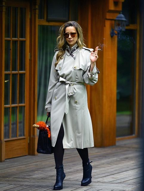 - пальто и юбка Dries Van Noten   - клатч Forti-Forti  - колье Yves Saint Laurent (винтаж - 1960)  - очки Cutler & Gross (винтаж)  - браслет Juste Un Clou, Cartier, часы Cartier