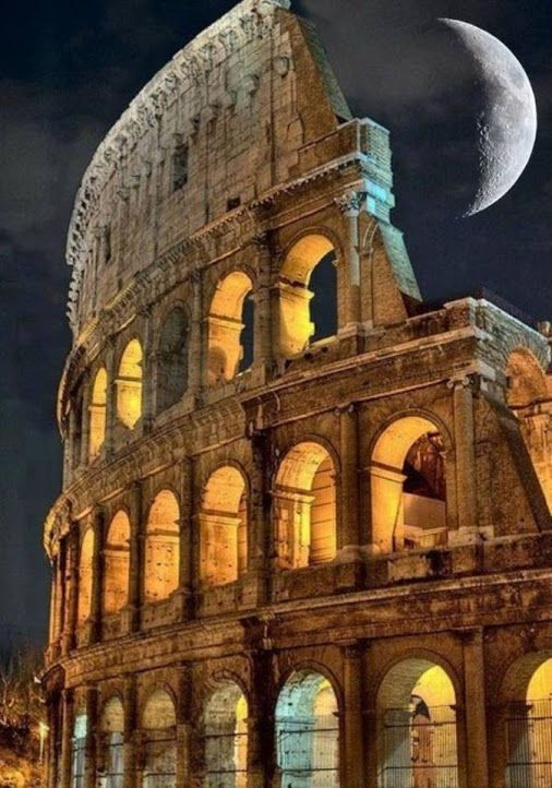 tsū/ Awesome view of colosseum, Rome , Italy