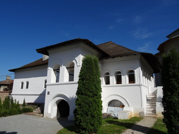 Casa egumenească (Casa Nifon) - reconstituire 1975 pe ruine sec. XV-XVII, strada Stelea 6, Târgoviște