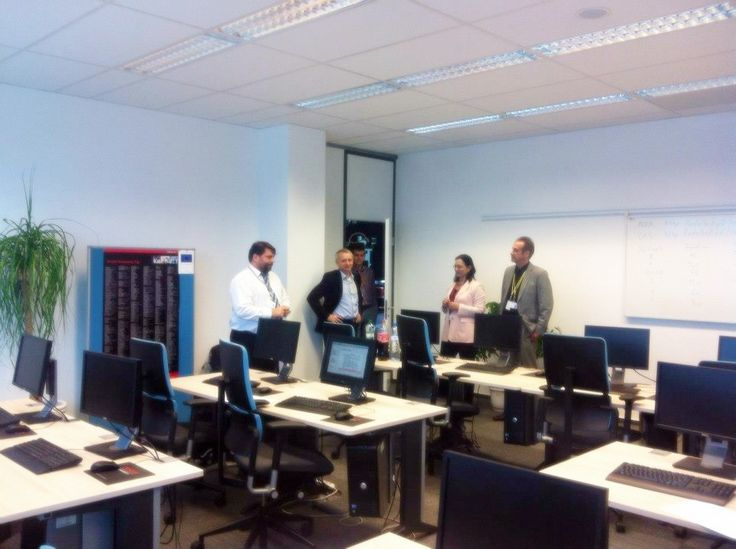 Oracle university training room and the team in bratislava for Training room design ideas