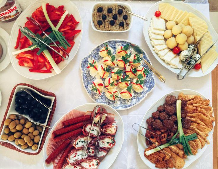 Mancare la conac | Mic dejun | Breakfast | Restaurant | Ingrediente naturale | Preparate alese | Mancaruri traditionale | Food | Natural ingredients | Pleasure | Healthy | Weekend | Conacul Bratescu, Bran, Romania