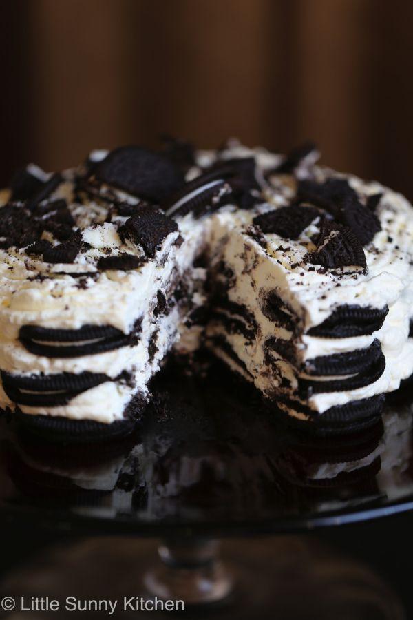 3 ingredient Oreo Icebox cake, the easiest dessert ever!