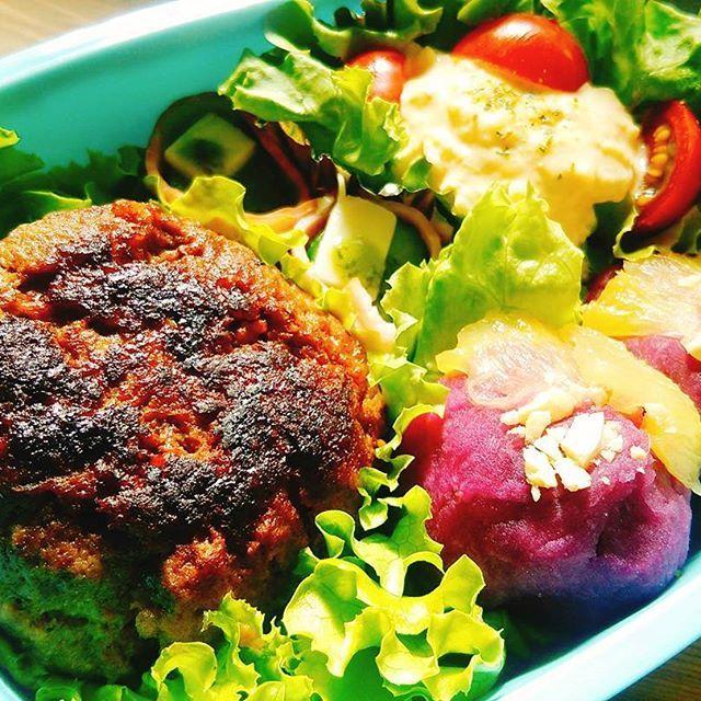 ハンバーグ タマゴサラダ 胡瓜とベーコン+チーズのバジルピンチョス 紫芋のパイナップルきんとん  紫芋でいつものきんとんを作ったら ハッキリ言って売れるレベルスイーツでした。 子供が大感動してた♡  #お弁当 #おべんとう #ランチ #ランチボックス #lunchbox #こども飯  #子供のおべんとう #キッズランチ #ハンバーグ #たまごサラダ #たまご #サラダ #salad #肉 #紫芋 #紅あずま #きんとん #ピンチョス #スイーツ #sweets