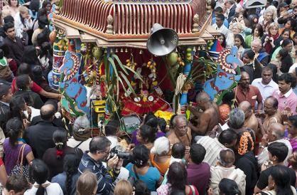 À Paris, le temple de Sri Manicka Vinayakar la fête de Ganesh(18eparis) Alayam organise depuis 1996 la fête de Ganesh.