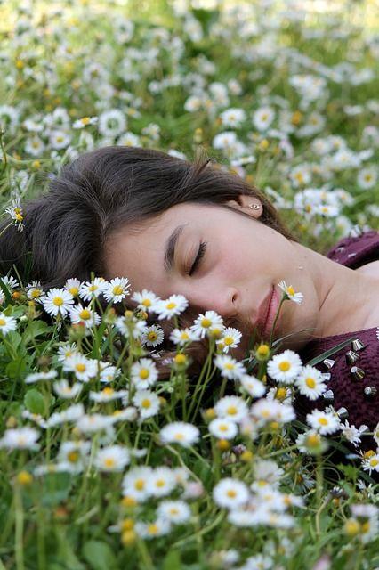 """""""19 tipp a pihentető alváshoz"""" Fontos, hogy éjszaka kipihenjük magunkat, és az sem mindegy, hogy az alvásunk milyen. Ezért összegyűjtöttem 19 tippet, amivel jobban tudsz aludni:-) Itt találod: http://www.fitotitok.hu/egyeb/szep-almokat-19-tipp-a-pihenteto-alvashoz  Nagyon szép álmokat kívánok!:-)  Eszter Természetgyógyász"""